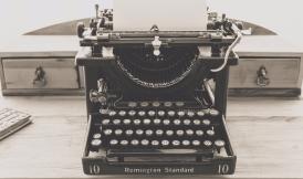 typewriter-vintage-old-vintage-typewriter-163116